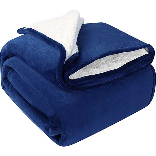 3. Utopia Bedding Sherpa Bed Blanket Queen Size Navy Plush Throw Blanket Fleece Reversible Blanket